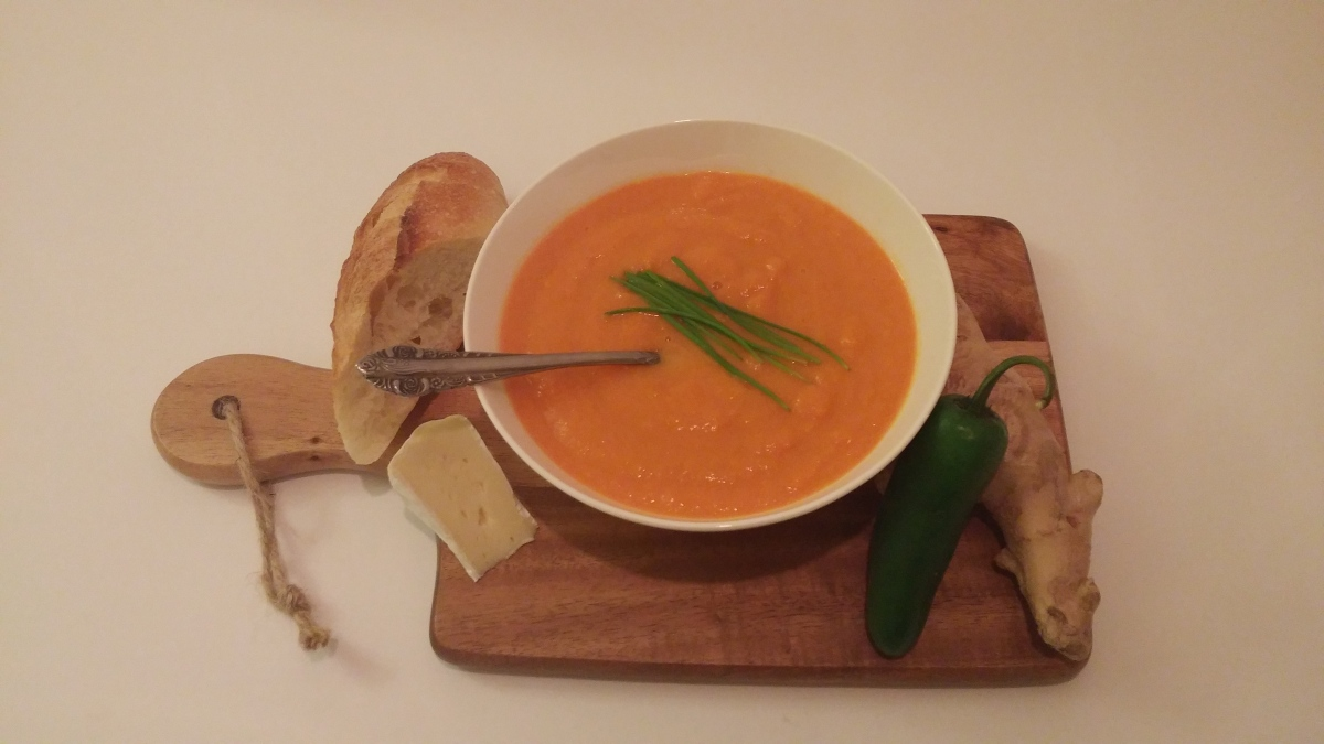 Spicy and creamy carrot soup